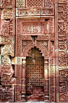 Windows and Doors just to good to miss / Qutb Minar Complex, Delhi islamic-architecture Indian Architecture, Amazing Architecture, Architecture Details, Architecture Plan, Cool Doors, Unique Doors, Art Indien, Door Knockers, Monuments