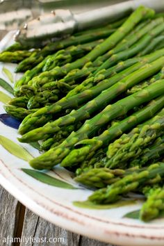 How to cook Perfect Asparagus. Learn this simple technique for cooking vegetables. How To Cook Asparagus, Asparagus Recipe, Asparagus Salad, Vegetable Side Dishes, Vegetable Recipes, Cooking Vegetables, Dinner Vegetables, Healthy Vegetables, Cooking Tips