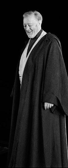 Behind the scenes of Star Wars Episode V: The Empire Strikes Back: Obi-Wan (Ben) Kenobi (Sir Alec Guinness) Star Wars Love, Star Trek, 7 Arts, Alec Guinness, Saga, Star Wars Images, Episode Iv, The Empire Strikes Back, A New Hope