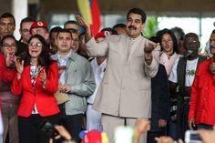 """<p>El presidente de Venezuela, Nicolás Maduro, presentó hoy al Consejo Nacional Electoral (CNE) el decreto por el que solicita la conformación de una Asamblea Nacional Constituyente que se encargará de modificar la Carta Magna, al tiempo que afirmó que este documento """"ya está vigente"""".</p>"""