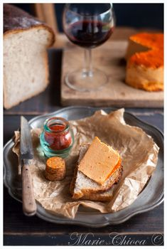 « Tomme » vegan au piment d'Espelette ( Fromage Végétal, Sans Lait, Sans Gluten, IG Bas ) Lait Vegan, Vegan Milk, Milk And Cheese, Vegan Kitchen, Vegan Cheese, Cornbread, Nom Nom, Food Photography, The Cure