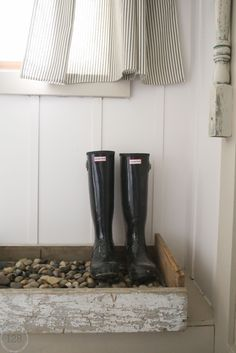 DIY draining boot tray for the farmhouse mudroom.