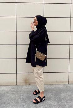 Hijab Fashion Summer, Modest Fashion Hijab, Modern Hijab Fashion, Modesty Fashion, Hijab Fashion Inspiration, Muslim Fashion, Fashion Outfits, Fall Fashion Street Style, Winter Fashion