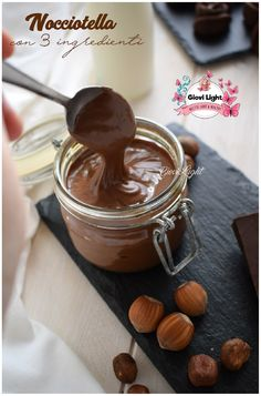 Nocciotella with only 3 ingredients, healthy and genuine, only with genuine ingredients and without palm oil, without sugar! Vegan Foods, Vegan Dishes, Vegan Recipes, Nutella Light, Peanut Butter And Co, Healthy Sauces, Latte, Vegan Sweets, Light Recipes