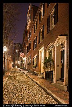 Cobblestone alley by night, American Flag... Beacon Hill. Boston, Massachusetts, USA