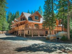 Lassen Lodge: Hat Creek fishing lodge. Sleeps 14. Side view with driveway below. VRBO# 479385