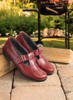 f3c2a6faef Jane Ladies Shoe E-EE A wonderfully classic design, with simple lines, and
