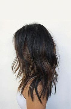 24 black hair with highlights you need to try Schwarzes Haar mit Highlights, die Sie ausprobieren müssen – Partial balayage on dark hair - Hairstyle Curly, Bob Hairstyles, Black Hairstyles, Black Hair Haircuts, Trendy Haircuts, Long Haircuts, Ombre Hair Color, Brown Hair Colors, Hair Color Ideas For Black Hair
