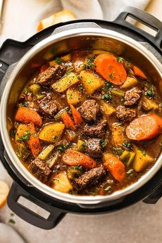 150 Cheap and Easy Instant Pot Dinner Recipes Looking for instant pot recipes that are budget-friendly and easy to make? Here you will find over a hundred cheap and easy instant pot dinner recipes that will help you get Fall Crockpot Recipes, Stew Meat Recipes, Beef Recipes For Dinner, Instant Pot Dinner Recipes, Slow Cooker Recipes, Beef Soups, Pot Roast Recipes, Stewing Beef Recipes, Beef Chuck Recipes