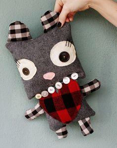 Adorable muñeco de tela reciclada