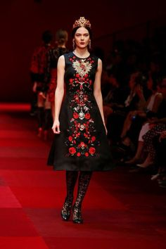 dolce gabbana 2015 spring summer runway60 Dolce & Gabbana Look to Spain for Spring 2015