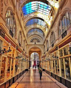 Passage Pommeraye - Nantes, France ✨💫✨ . #lux #luxury #historical #architecture #gold #yellow #shopping #royal #fancy #sky #bluesky #sunlight #travel #adventure #city #tourism #photography #woman #shiny #amazing #beautiful #love #instagood #photooftheday #mybestcityshots #fashion #nantes #europe #france