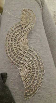 32 ideas crochet flowers free diagram ganchillo for 2019 Crochet Lace Collar, Crochet Lace Edging, Thread Crochet, Filet Crochet, Irish Crochet, Crochet Doilies, Crochet Flowers, Crochet Stitches, Crochet Mandala Pattern