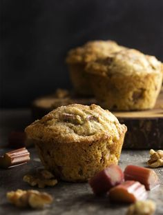 These rhubarb muffins are packed full of fruit and toasted walnuts and then sprinkled with cinnamon sugar to make a great, family-pleasing breakfast. Sprout Recipes, My Recipes, Brunch Recipes, Muffin Recipes, Bread Recipes, Flourless Chocolate Cakes, Chocolate Banana Bread, Buttermilk Blue Cheese Dressing, Italian Easter Cookies