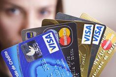 Travestis e transexuais podem ter nome social em cartões de contas bancárias