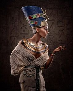 Nefertiti portrait inspired by the Egyptian culture Egyptian Makeup, Egyptian Fashion, Egyptian Jewelry, Ancient Egypt Fashion, Black Girl Art, Black Women Art, Black Girl Magic, Ancient Egyptian Dress, Egyptian Goddess