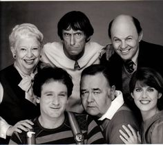 Robin Williams (Mork),  Pam Dawber (Mindy McConnell),  Conrad Janis (Fred McConnell),  Robert Donner (Exidor),  Jonathan Winters (Mearth) &  Elizabeth Kerr (Cora Hudson) - Mork and Mindy