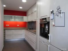 """#Cocinamoderna """"Un nuevo despertar"""" en tonos blancos y anaranjados por #PuntdeVista #cocinasterrassa"""