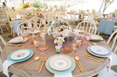 Shabby Chic countryliving Shabby Chic Perfect for a tea party setting, vintage floral china and pink glassware look lovely next to gold flatware and chippy whitewashed chairs. Design by Wynn Austin Events; Photo by Vallentyne Photography. Tea Party Decorations, Decoration Table, Table Presentation, Comment Dresser Une Table, Round Table Settings, Round Tables, Place Settings, Tea Party Table, Tea Party Setting