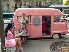 My French Country Home, French Living - Sharon Santoni The right way to get a manicure in Paris. Mobile Nail Salon, Mobile Beauty Salon, Mobile Nails, Nail Station, Mobile Spa, My French Country Home, Mobile Business, Boudoir, Salon Interior Design
