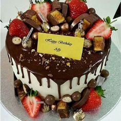 Amazing creation from @s_pandor  #chocolate #cake #chocolatecake #strawberry #foodporn #foodie #hungry #eat