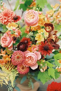Luxurious and Colorful Rehearsal Dinner Fall Wedding Flowers, Wedding Flower Arrangements, Fall Flowers, Summer Flowers, Summer Colors, Floral Wedding, Wedding Bouquets, Floral Arrangements, Gardens