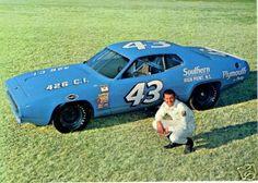 1971 NASCAR Grand National Champion Richard Petty & his Petty Enterprises Plymouth Roadrunner. 21 wins in 46 starts. Plymouth, Richard Petty, King Richard, Speedway Racing, Motor Speedway, Kyle Petty, Dodge Charger Daytona, Nascar Race Cars, Drag Racing