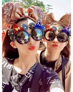 Round Sunglasses, Mirrored Sunglasses, Sunglasses Women, Popular Girl, Some Pictures, Girl Group, Cute, Fashion, Moda