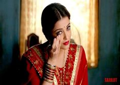 Recently, Aishwarya Rai Bachchan photo was seen on the poster of Sarnjit. In this she was seen as old age women in a very simple [. Actress Aishwarya Rai, Aishwarya Rai Bachchan, Bollywood Actress, Aishwarya Rai Wallpaper, Bollywood Celebrities, Bollywood News, Most Beautiful Women, Indian Actresses, Celebrity News