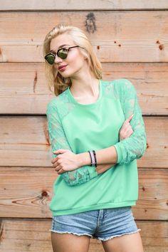 Bluza z Koronkowymi rękawami rozmiar 38 mięta - Cranberrysklep - Bluzy