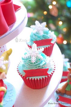 Snowflake by Little Cottage Cupcakes, via Flickr