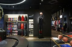 Japanese design office completed in Chiba the biggest Nike shop dedicate to  basketball in Japan.
