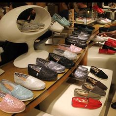 Dream closet| Toms Outlet! $16.89 Holy cow, I'm gonna love this site