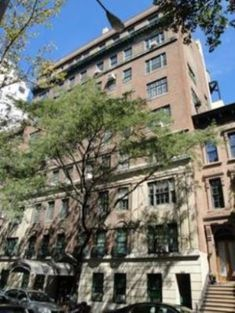 Jackie and her sister Lee shared a room at their father John Vernou Bouvier apartment at 125 East 74th Street.jpg
