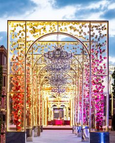 Create the perfect first impression with these wedding entrance decor ideas. Read the post to find out about the trending wedding entrance decorations Indian Wedding Henna, Indian Wedding Bridesmaids, Indian Destination Wedding, Indian Wedding Makeup, Wedding Beauty, Indian Weddings, Destination Weddings, Indian Wedding Theme, Outdoor Indian Wedding