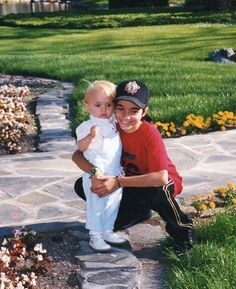 2a230e30 Omer Bhatti (aged 14) with Michael Jacksons son Prince Michael (aged 1)