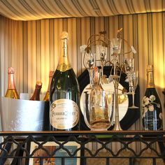 Join us in Terrazza Lounge for Lobby Bubbles Monday featuring unique champagne cocktails!
