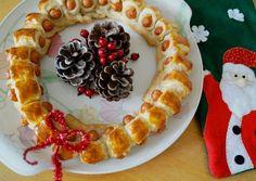 KIDS: Eetbare Kerstkrans met knakworstjes. #Christmas