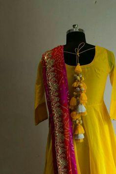 Loved the dupatta Kurta Designs, Blouse Designs, Dress Designs, Indian Dresses, Indian Outfits, Saree Tassels Designs, Indian Attire, Blouse Patterns, Indian Designer Wear