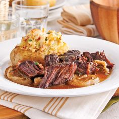 Maple and Dijon Chuck Roast - 5 ingredients 15 minutes Slow Cooker Recipes, Crockpot Recipes, Cooking Recipes, Healthy Recipes, Delicious Recipes, Confort Food, Chop Suey, Fish And Meat, Other Recipes