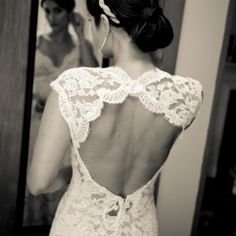 gorgeous! if i could go back in time and have a diff wedding dress