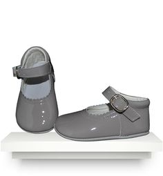 Spanish baby clothes | baby shoes | Grey patent leather shoes |babymaC  - 1
