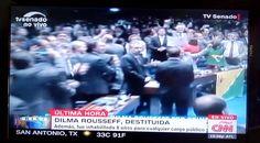 Presenta de #Brasil #DilmaRousseff fue destituida oficialmente de su cargo acusada de crímenes de responsabilidad y no podrá trabajar bajo ninguna personalidad política. #MichelTener jurara como presidente del país esta tarde.  #Información #Política