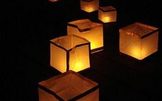 Las luces flotantes son cubos de papel que flotan sobre el agua dandole un toque especial a fuentes, lagos o albercas.(Vela incluída)
