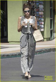 Eva Mendes: Starbucks Stop