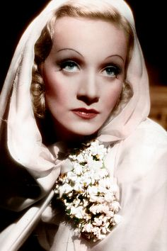 Marlene Dietrich, Garden of Allah - love the old Hollywood make up and lighting