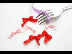 A fork helps even the most clumsy tie neat little bows. 23 Tricks To Take The Stress Out Of Wrapping Gifts Kawaii Crafts, Cute Crafts, Easy Crafts, Ribbon Crafts, Ribbon Bows, Paper Crafts, Ribbons, Ribbon Diy, Fork Bow