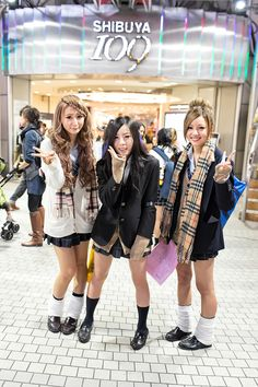 school girls in front of the Shibuya 109 store | 9 November 2013 |