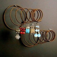 Crafts with Old Bed Springs Bed Spring Crafts, Spring Projects, Spring Art, Jewellery Storage, Jewelry Organization, Jewellery Display, Old Bed Springs, Mattress Springs, Wire Art