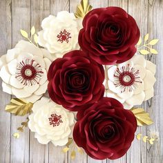A imagem pode conter: flor e planta Large Paper Flowers, Paper Flowers Wedding, Giant Paper Flowers, Paper Roses, Small Flowers, 75th Birthday Parties, Flower Template, Flower Photos, Diy Paper